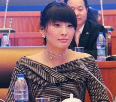 她34岁坐拥千亿身家