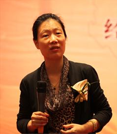 """叶檀在""""2012中国经济与资本市场报告会""""中谈到中国实体经济接近崩溃,对这个话题您有什么观点?"""